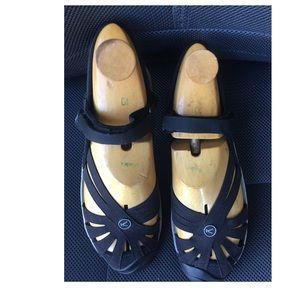 Keen women Sandals Size 10